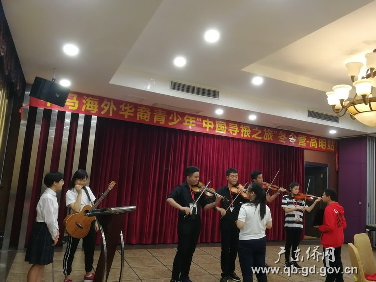 马来西亚青少年现场演奏小提琴.jpg