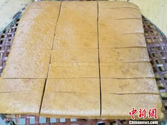 切成长方块的马拉糕 李晓春 摄